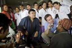 Dois oftalmologistas restauraram a visão de mais de 150,000 pacientes. Os médicos que eles treinaram restauraram a visão de mais 4 milhões de pessoas