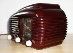 ART DECO  BAUHAUS Poste Radio Bakélite à LAMPES TESLA TALISMAN 308U radio valves