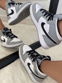 Cute Nike Shoes, Cute Sneakers, Nike Air Shoes, Nike Socks, Kd Shoes, Shoes Sneakers, Jordans Sneakers, Winter Sneakers, Air Jordan Sneakers