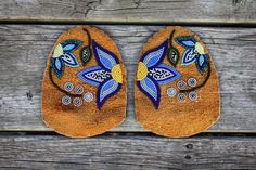 Alright guys, I am SUPER pumped about this! These vamps are for the moccasins I made for to wear to the GRAMMYS! Native Beading Patterns, Beadwork Designs, Native Beadwork, Beaded Earrings, Beaded Jewelry, French Curtains, Beaded Moccasins, Weaving Yarn, Beaded Crafts