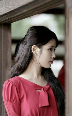 IU__Lee_Ji_Eun__Korean_Singer_Actress Luna Fashion, Fashion Beauty, Korean Model, Korean Singer, Warner Music, Girl Artist, Korean Actresses, Korean Celebrities, Female Singers