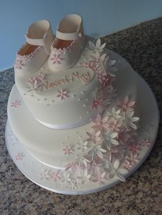 Christening Cake -again shoes not my thing , but liking cascading little flowers Baby Christening Cakes, Baptism Cakes, Artist Cake, Religious Cakes, Cupcakes Decorados, Baby Girl Cakes, Gateaux Cake, Communion Cakes, Occasion Cakes