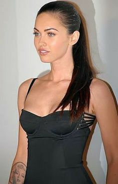 Megan Fox's Makeup and How to Look Like Megan Fox Megan Fox Fotos, Estilo Megan Fox, Megan Denise Fox, Transformers Megan Fox, Transformers Age, Megan Fox Makeup, Megan Fox Style, Megan Fox Body, Megan Fox Pictures