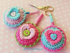 Macaron Mercerie - Sewing Accessories PDF Pattern (pin cushion, needle case and scissor fob) Basic Crochet Stitches, Crochet Basics, Crochet For Beginners, Crochet Patterns, Heart Cushion, Patchwork Heart, Unique Crochet, Sewing Accessories, Pin Cushions