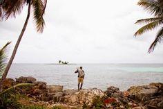 Um rico empresário de Nova York partiu para uma temporada de férias de duas semanas na Costa Rica. Em seu primeiro dia por lá, ficou impressionado com a qualidade e o sabor dos peixes que comprou de um pescador local. No dia seguinte, encontrou novamente o pescador no cais, mas ele já havia vendido tudo. O americano descobriu que o homem pescava em um local escondido e que só pegava cinco ou seis peixes a cada dia. Ficou curioso: por que ele não passava mais tempo no mar para pegar mais…