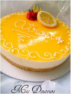 Délice au citron, Bonjour, aujourd'hui j'avais très envie d'un entremet bien acidulée, qui explose et palpite le palais alors vue... Lemon Desserts, Just Desserts, Dessert Thermomix, Patisserie Fine, Mousse Cake, Cake Icing, Panna Cotta, Cake Recipes, Cheesecake