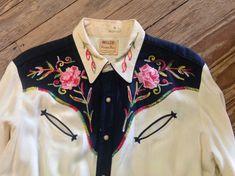 década de 1950 Miller rosa bordado Western Shirt sz. 44 en VG