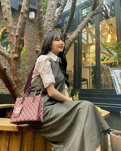 South Korean Girls, Korean Girl Groups, G Friend, Chanel Boy Bag, Celebs, Shoulder Bag, Instagram Posts, Bags, Vintage