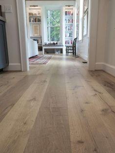 Rustic Wood Floors, Farmhouse Flooring, Walnut Wood Floors, Wood Paneling, White Oak Floors, White Oak Hardwood Flooring, Kitchen With Hardwood Floors, Light Oak Floors, Best Wood Flooring