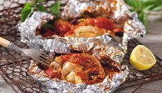 Foil Baked Fish with Roasted Tomatoes Nando's Recipes, Greek Recipes, Fish Recipes, Recipies, Cooking Sauces, Cooking Recipes, Cooking Tomatoes, Baked Fish, Roasted Tomatoes