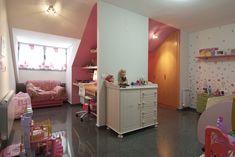 Imagen de una de las habitaciones en buhardilla, en este caso una de las habitaciones infantiles. En vivienda terminada y entregada. Purple, Pink, Decorating Ideas, Loft, Rooms, Bed, Furniture, Home Decor, Kids Rooms