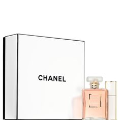 Discover and shop all the Fragrance and Perfume of the legendary CHANEL House. Includes the full range of CHANEL perfume and cologne collections for Men and Women on CHANEL website. Chanel Perfume, Perfume And Cologne, Chanel Gift Sets, Mademoiselle Coco, Chanel Official Website, Vintage Outfits, Fashion Accessories, Fine Jewelry, Fragrance
