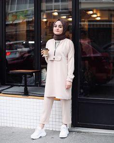 Modern Hijab Fashion, Hijab Fashion Inspiration, Muslim Fashion, Modest Fashion, Casual Hijab Outfit, Hijab Dress, Muslim Girls, Muslim Women, Hijab Simple