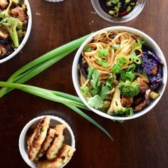 An spin on the typical peanut-based stir fry, this Asian inspired dish uses almond butter for a delicious tofu and udon noodle stir fry! Stir Fry Noodles, Udon Noodles, Chickpea Recipes, Vegetarian Recipes, Healthy Recipes, Charred Broccoli, Stir Fry Ingredients, Stir Fry Sauce, Fried Cabbage