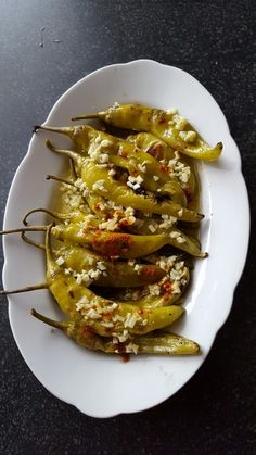 Grilled hot peppers- Gegrillte Peperoni Grilled hot peppers, a very nice recipe from the cold category. Lunch Snacks, Lunch Recipes, Dinner Recipes, Healthy Lunches, Stuffing Recipes For Thanksgiving, Thanksgiving Appetizers, Slow Cooker Recipes, Crockpot Recipes, Cooking Recipes