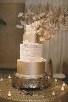 Gold Wedding Cakes Metallic Wedding Cake on Gold Sequin Linens Great Gatsby Wedding, Vintage Wedding Theme, Mod Wedding, Wedding Themes, Dream Wedding, Wedding Decorations, Gatsby Theme, Wedding Ideas, Purple Wedding