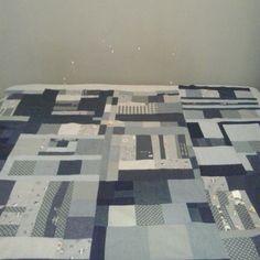 Patchwork. The new one./ Każdego kawałka szkoda. #quilt #patchwork #sew #sewing #project #blue #navy #pled #narzuta #szaro #szyjemy #work #kreatywnie #kawałki #queenzoja #nofilter #wintertime
