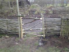 authentiek poortje bij de moestuin, tegen vraat van het vee.