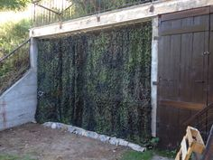 Camouflage curtain for the garden shed