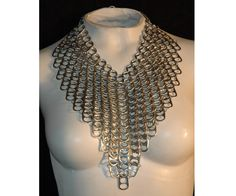 Chainmaille V-Line Collar Necklace (Pop tabs) Plastic Bottle Tops, Can Tab Crafts, Soda Can Tabs, Recycled Dress, Chain Mail, Arts And Crafts Projects, Metal Crafts, Collar Necklace, Wire Jewelry