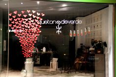 Inexpensive, Tasteful and Easy Valentine's Day Decoration Ideas – Restaurant Promotion Ideas Boutique Window Displays, Window Display Retail, Shop Displays, Decoration St Valentin, Restaurant Promotions, Valentines Day Decorations, Shop Interior Design, Window Design, Easy