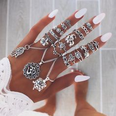 Beautifull white nails