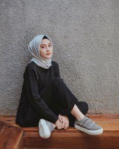 25 Stylish And Fashionable Hijab Fashion For Teens Inspiration Your Fashion And Style Modern Hijab Fashion, Street Hijab Fashion, Hijab Fashion Inspiration, Abaya Fashion, Muslim Fashion, Modest Fashion, Teen Fashion, Fashion Trends, Hijab Fashion Style