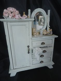 Shabby chic mirrorcabinet 1/12th scale.