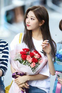 Kpop Girl Groups, Kpop Girls, Korean Girl, Asian Girl, Jessica Jung Fashion, Yein Lovelyz, Woollim Entertainment, Sweet Girls, Hair Beauty