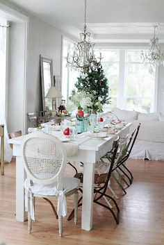 Pale aqua and red Christmas table