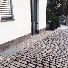 Detail ist alles#Endspurt#Außenanlage#ohhappyday#fertigmachen#Gestaltannahme#Vorgarten#Spritzschutz#Kies#Altpflaster#Naturstein