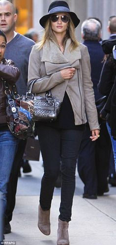 Rosie Huntington Whiteley in winter hat, leather jacket and Burberry bag - Outfit ideas and street style inspiration - #fashion #outfits #rosiehw