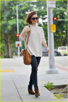 Lily Collins wearing Givenchy Pandora Bag in Cigare, Elizabeth and James Talbert Sunglasses and Topshop Chenille Slouch Jumper Lily Collins Makeup, Lily Collins Dress, Lily Collins Short Hair, Lily Collins Style, Star Fashion, Fashion Outfits, Playing Dress Up, Casual Chic, Smart Casual