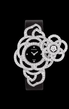 Watch in 18K white gold and diamonds. - Packshot - CHANEL