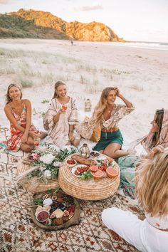Spell & The Gypsy Collective beach picnic with Ohh Couture - Decoration For Home Baby Shower Boho, Girl Shower, Bridal Shower, Wedding Showers, Bohemian Baby, Bohemian Bride, Beach Picnic, Beach Party, Beach Dinner