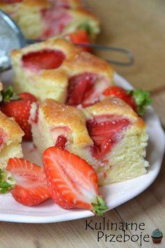 Ciasto jogurtowe z truskawkami, ciasto jogurtowe z owocami, ciasto jogurtowe, ciasto truskawkowe na jogurcie, szybkie i proste ciasto z truskawkami.