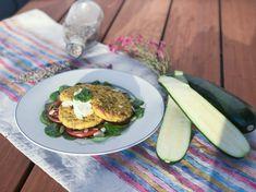 Geniálny recept vhodný na obed ako príloha či ako samostatné jedlo na večeru. Aj pre deti od 1,5 roka. Vyskúšaj naše cuketovo-pšenové placky. Mňam! Avocado Egg, Detox, Eggs, Snacks, Breakfast, Recipes, Food, Meal, Egg