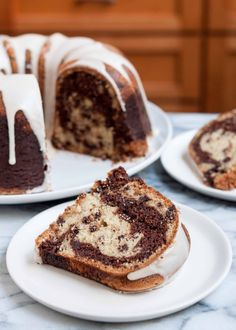Marbled vanilla and chocolate bundt cake with chocolate chips and vanilla glaze. Very easy. Great for big parties and potlucks.