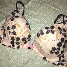 32B Victoria's Secret Bra Very dainty Body by Vitoria 32B Push-up Bra. Embellished with pink rhinestones. Victoria's Secret Other