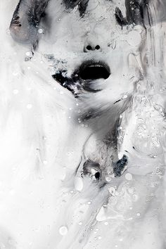 Januz Miralles creates abstract portraits of human figures by mixing multiple painting techniques with digital photo manipulation and photography. Arte Dc Comics, Abstract Portrait, Abstract Art, Foto Art, Art Design, Photo Manipulation, Dark Art, Oeuvre D'art, Art Inspo