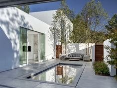 Morrison Dilworth + Walls designed a single-family house named by its owners Casa di Luce. Located in Dallas, Texas, the house comprises