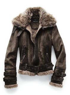 In 1932 Earhart—with her leather jacket, scarf and close-cropped hair—became the first female aviator to fly a solo transatlantic flight. Description from pinterest.com. I searched for this on bing.com/images