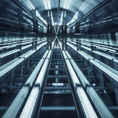 """Sometimes turns out to be kaleidoscopic. #escalator #f7indiglow"""