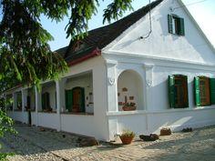 Tervezés, kivitelezés - Vályogvető - kemence építés, vályogvetés, vályogépítés Novi Sad, House On A Hill, Traditional House, Country Life, Hungary, Gazebo, Shed, Exterior, Outdoor Structures