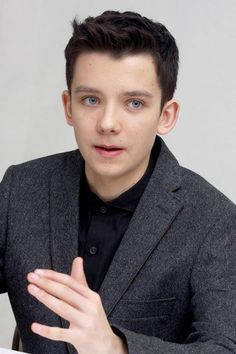 Timeline Photos - Asa Butterfield Fans México.