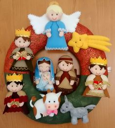 Best 12 Papai Noel de feltro – 57 Moldes, ideias para imprimir e p – SkillOfKing. Felt Christmas Decorations, Christmas Nativity Scene, Felt Christmas Ornaments, Nativity Crafts, Felt Crafts, Holiday Crafts, Christmas Sewing, Christmas Wreaths, Christmas Crafts
