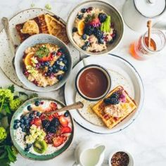 When doing some London travel, one of the best Londony things to do is to go out to Brunch. and enjoy the best food that London has to offer. So here are eleven amazing London brunch spots to add to your London bucket list. Brunch Places, Brunch Spots, Healthy Vegan Breakfast, Healthy Eating, Nutritious Breakfast, Breakfast Meals, Breakfast Options, Stay Healthy, Healthy Habits