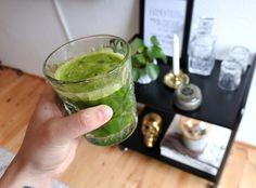 En vitaminbomb till juice med apelsin, äpple, citron, selleri, spenat, gurka och ingefära.