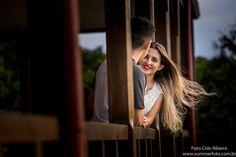 Sessão Pré Wedding I Kerolaine e Lucas A tão conhecida vila de Paranapiacaba nos recebe novamento de braços abertos, com um céu azul , um friozinho gostoso e à apenas quatro dias antes do casamento para a sessão de fotos . O casal um pouco tímidos no início foram se entregando às cenas ....