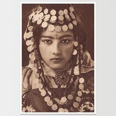 My Bohemian History Vintage gypsy beauty Vintage Gypsy, Vintage Beauty, Retro Vintage, Vintage Dance, Vintage Woman, Vintage Style, Des Femmes D Gitanes, Moroccan Wedding Blanket, Gypsy Women